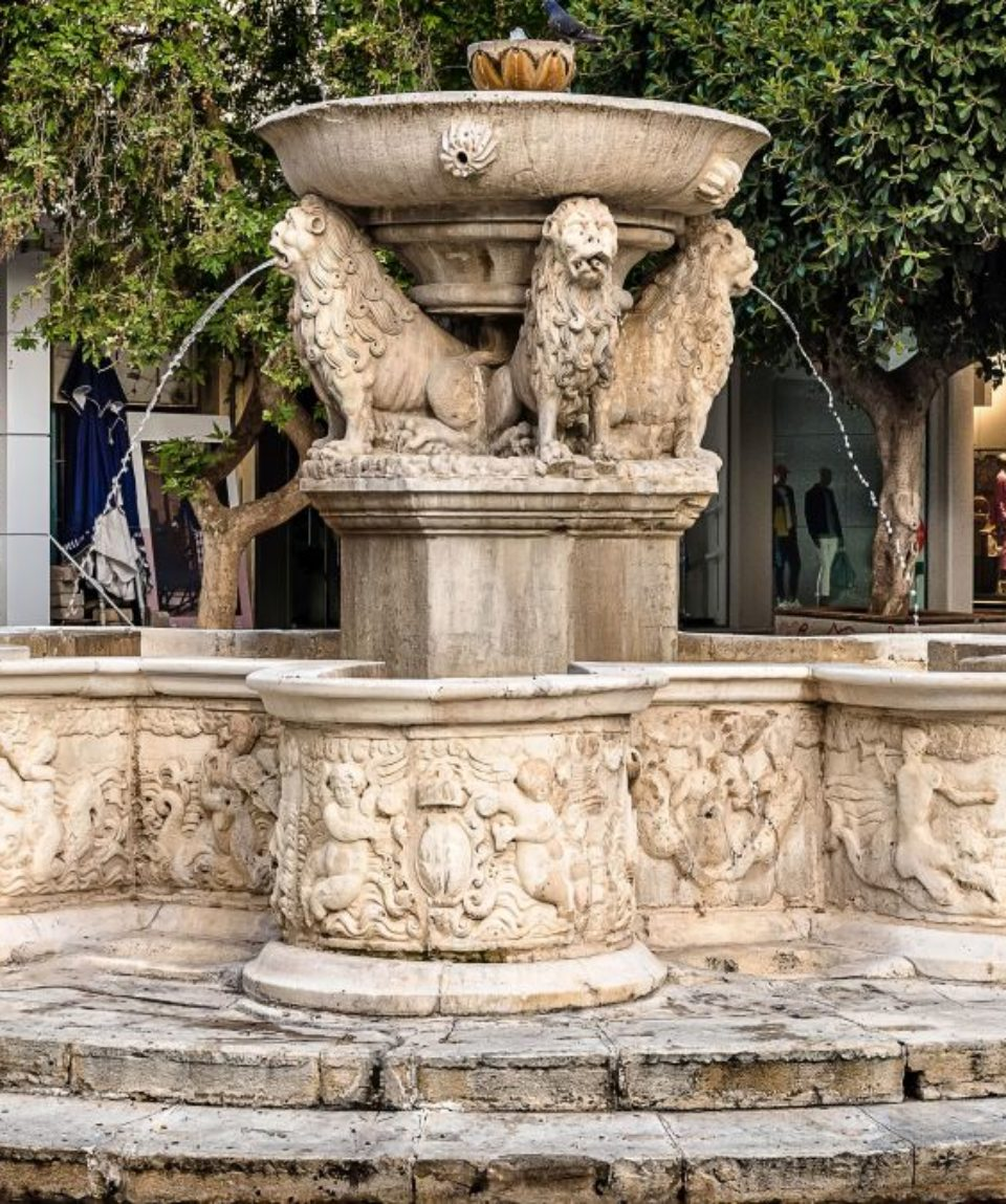 Morosini Fountain (also known  as Lions Square) in the center of  Heraklion city. Venetian fountain features four lions supporting the main dasin.
